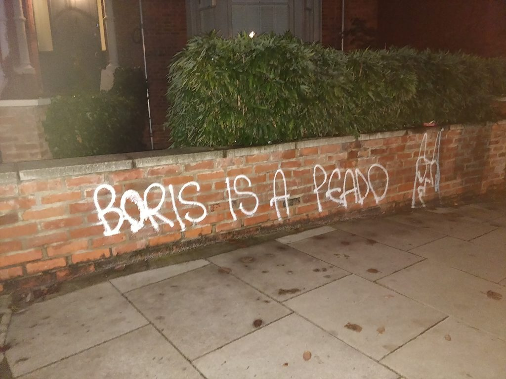 "Wall with graffiti reading ""Boris is a peado"""