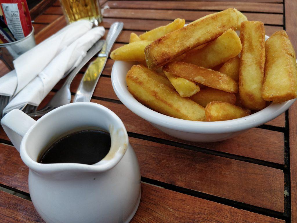 Dessert (chips and gravy)